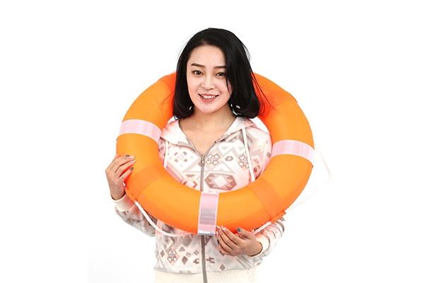 橙色泡沫救生圈