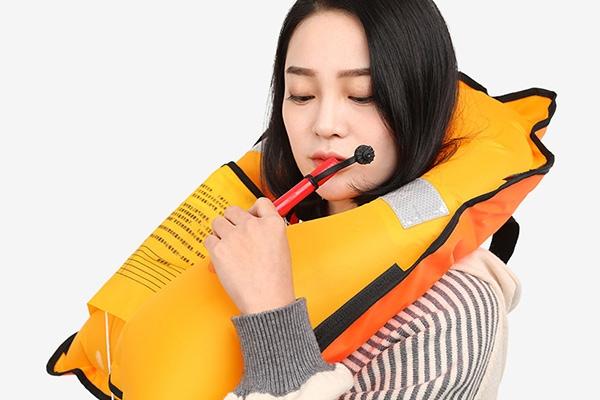 充气救生衣